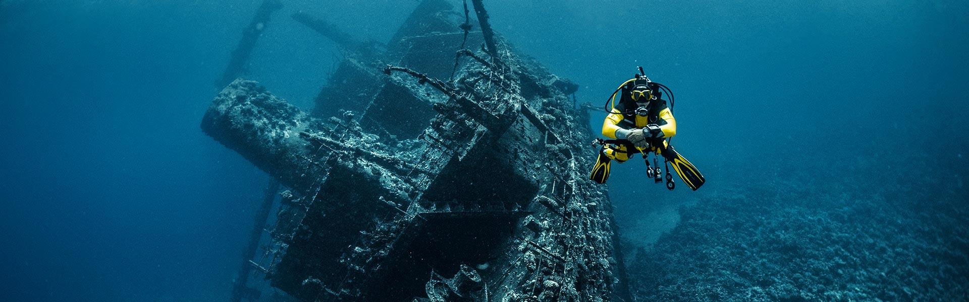 Mares en seacsub duikpakken in den Haag